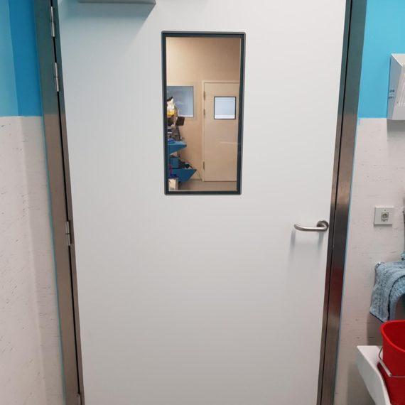 porte étanche à l'air et acoustique dans un bloc opératoire