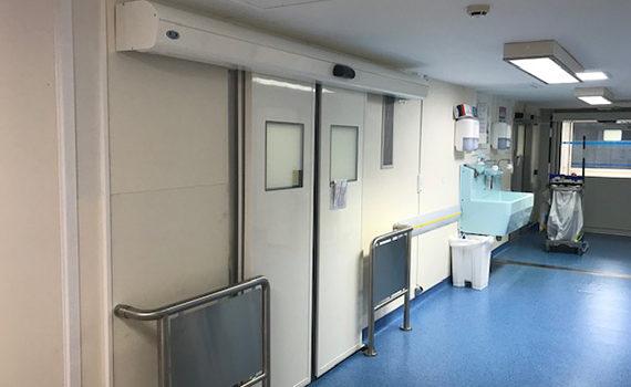 double porte étanche à l'air coulissante SP450 milieu hospitalier