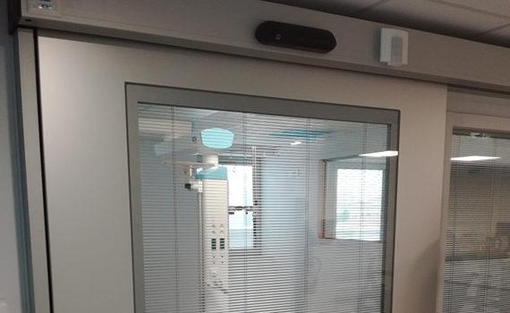 porte étanche à l'air coulissante avec vitre et store