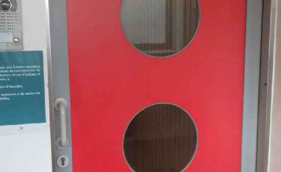 porte hydrofuge porte de service en polyéthylène rouge avec hublots